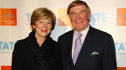 Pam Kramlich and Richard Kramlich attend American Patrons of the Tate Artists Dinner at Riverfront Pavilion on May 8, 2007 in New York City.