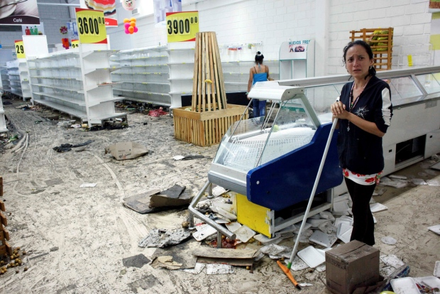 Vemezuela-San Cristobal-looted store