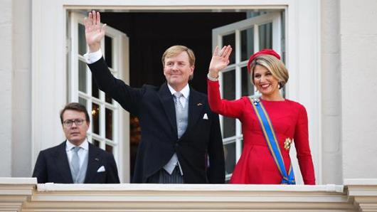 King Willem-Alexander and Queen Maxima of the Netherlands wave from the Noordeinde palace balcony on September 16, 2014 in The Hague, Netherlands.