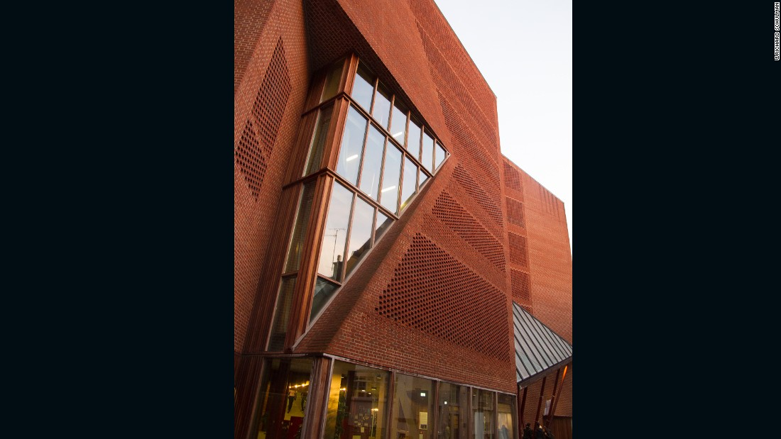 "London School of Economics' <a href=""http://www.lse.ac.uk/intranet/students/campusLondonLife/sweeHockStudentCentre/Home.aspx"" target=""_blank"">Saw Swee Hock Student Centre</a>, designed by <a href=""http://odonnell-tuomey.ie/"" target=""_blank"">O'Donnell + Tuomey Architects</a>, is a brick building with Flemish bond pattern that filters sunlight into the space, creating a geometric shadow on the floor."