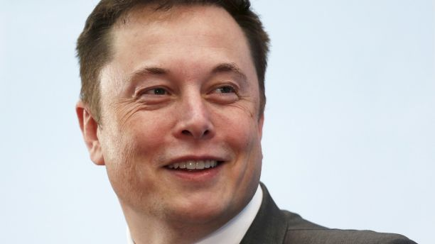 Tesla Chief Executive Elon Musk smiles as he attends a forum on startups in Hong Kong, China January 26, 2016. Musk gave a public shout-out to the sharpest minds in manufacturing this week, calling on them to come help Tesla Motors Inc build a million electric cars a year by 2020.     REUTERS/Bobby Yip/File Photo - RTX2D6RR