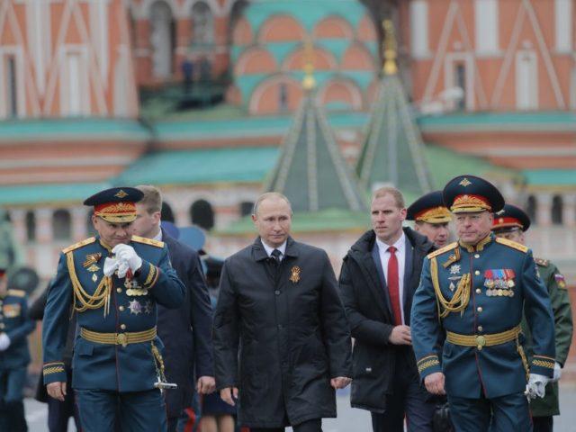 Vladimir Putin, Sergei Shoigu, Oleg Salyukov