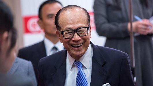 Billionaire Li Ka-shing, chairman of CK Hutchison, reacts as he leaves a news conference in Hong Kong, China, on Thursday, Feb. 26, 2015.
