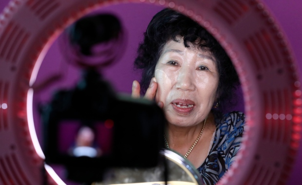 South Korea grandma Youtube