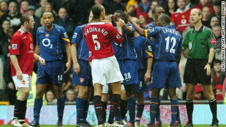 Manchester United and Arsenal players argue