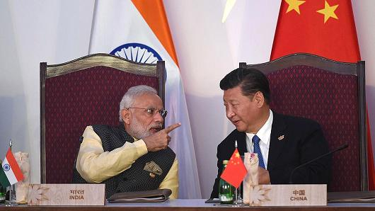 Indian Prime Minister Narendra Modi (L) talks to Chinese President Xi Jingping during the BRICS meeting in Goa, India, on October 16, 2016.