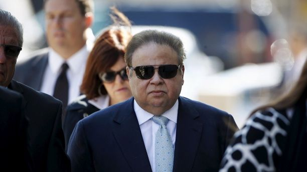 Florida ophthalmologist Salomon Melgen arrives to the Federal court in Newark, New Jersey April 2, 2015. U.S. Senator Robert Menendez of New Jersey was indicted on corruption charges, allegations that the high-ranking Democrat vowed to fight at a news conference on Wednesday night. Menendez was indicted by a grand jury in New Jersey for accepting gifts from Melgen in exchange for using the power of his Senate office to benefit Melgen's financial and personal interests, according to the court filing. REUTERS/Eduardo Munoz - GF10000047382