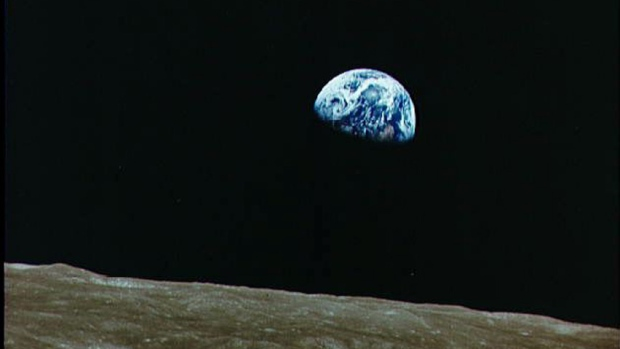hi-852-earth-from-moon-apollo08_earthrise