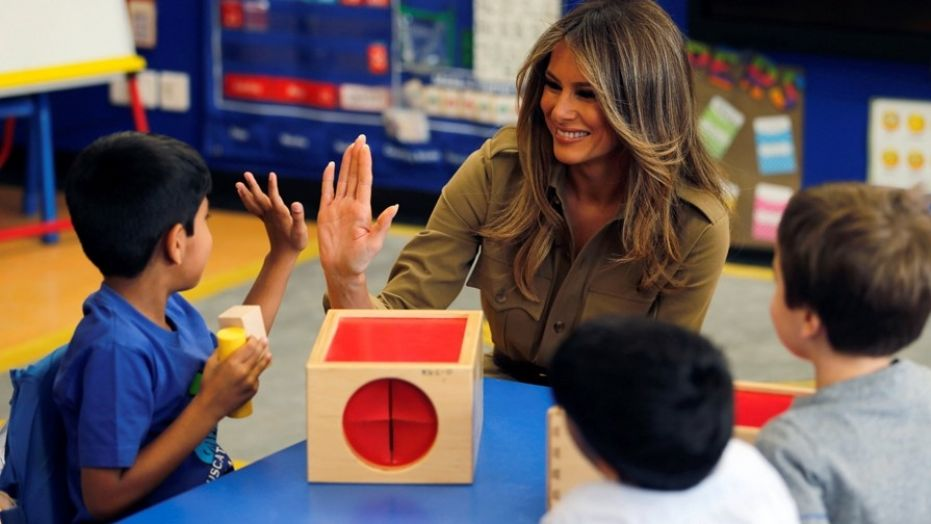 First lady Melania Trump chat with children as she visits American International School of Riyadh, Saudi Arabia, May 21, 2017. REUTERS/Hamad I Mohammed     TPX IMAGES OF THE DAY - RC18D1ABCC70