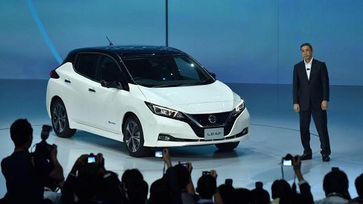 Nissan Ceo Hiroto Saikawa Unveils The Company New Leaf Electric Car At World Premiere