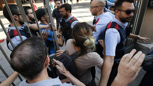 Catalan police officers 'Mossos d'Esquadra' try stop pro-referendum people from going into 'Escola Collaso i Gil' school on September 29, 2017 in Barcelona.