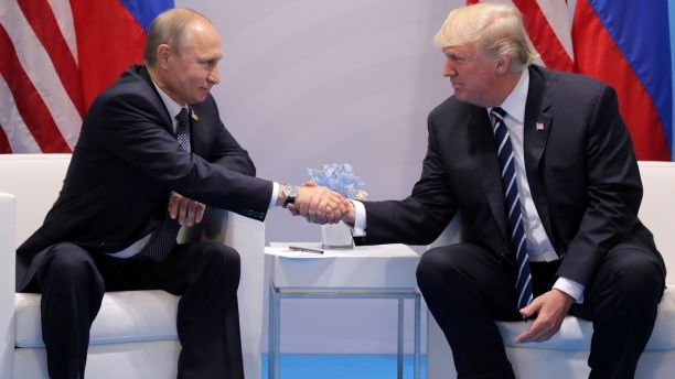U.S. President Donald Trump shakes hands with Russia's President Vladimir Putin during their bilateral meeting at the G20 summit in Hamburg, Germany July 7, 2017.    REUTERS/Carlos Barria - RC14D22F5350