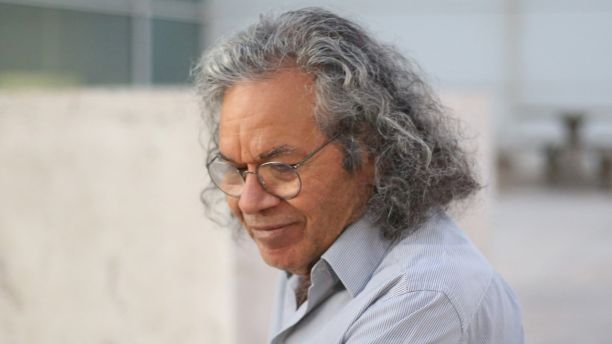 The billionaire founder of Insys Therapeutics Inc. John Kapoor, exits the federal court house after a bail hearing in Phoenix, Arizona , U.S., October 27, 2017.  REUTERS/Conor Ralph - RC180363CC60