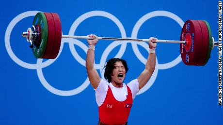 Women do not always have to lift heavy weights, says Brunivels, to get maximum benefit from training.