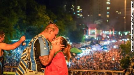 A couple celebrate Gremio winning the Copa Libertadores.