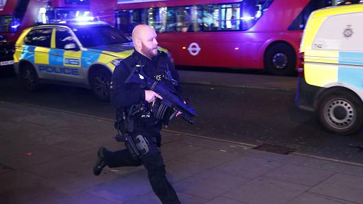 An armed policeman runs down Oxford Street in central London on November 24, 2017, as police responded to an incident. British police said they were responding to an 'incident' at Oxford Circus in central London on Friday and have evacuated the Underground station, in an area thronged with people on a busy shopping day.