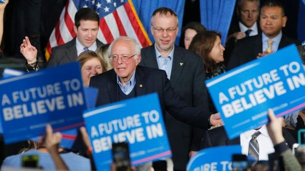 U.S. Democratic presidential candidate and U.S. Senator Bernie Sanders arrives with his wife Jane (L) and son Levi (rear) at his Super Tuesday rally in Burlington, Vermont March 1, 2016.   REUTERS/Brian Snyder - TB3EC3202C8RJ