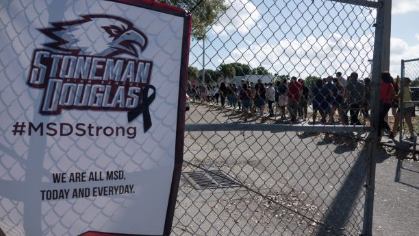 Students and parents arrive for voluntary campus orientation at the Marjory Stoneman Douglas High School, for the coming Wednesday's reopening, following last week's mass shooting in Parkland, Florida, U.S., February 25, 2018. REUTERS/Angel Valentin NO RESALES. NO ARCHIVES - RC180662EA40