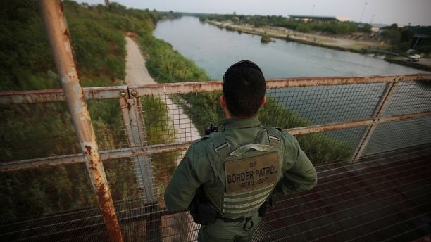A U.S. border patrol agent looks over the Rio Grande river at the border between United States and Mexico, in Roma, Texas, U.S., May 11, 2017. REUTERS/Carlos Barria           SEARCH