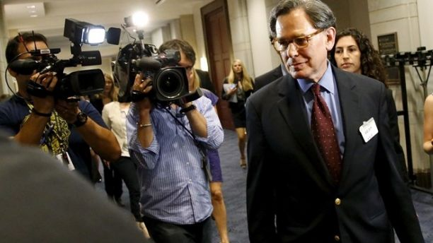 Sidney Blumenthal (C), a longtime Hillary Clinton friend who was an unofficial adviser while she was secretary of state, is trailed by reporters as he takes a lunch break from being deposed in private session of the House Select Committee on Benghazi at the U.S. Capitol in Washington June 16, 2015. Congressional investigators had issued a subpoena seeking testimony from Blumenthal because he emailed private intelligence reports to Clinton on events in Libya before and after the deadly attacks by militants that killed four Americans including U.S. Ambassador to Libya Chris Stevens. REUTERS/Jonathan Ernst - RTX1GRW8