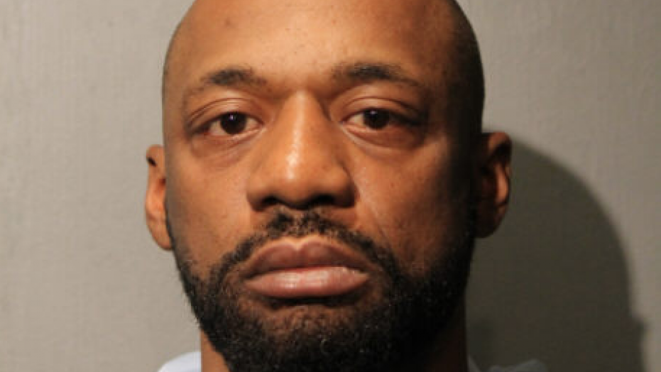 Shomari Legghette, who allegedly killed Chicago Police Cmdr. Paul Bauer, was reportedly let off easy on major 2007 parole violations.