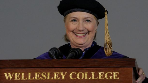 Former U.S. Secretary of State Hillary Clinton delivers the Commencement Address at Wellesley College in Wellesley, Massachusetts, U.S., May 26, 2017.   REUTERS/Brian Snyder     TPX IMAGES OF THE DAY - RC19BA06BF00