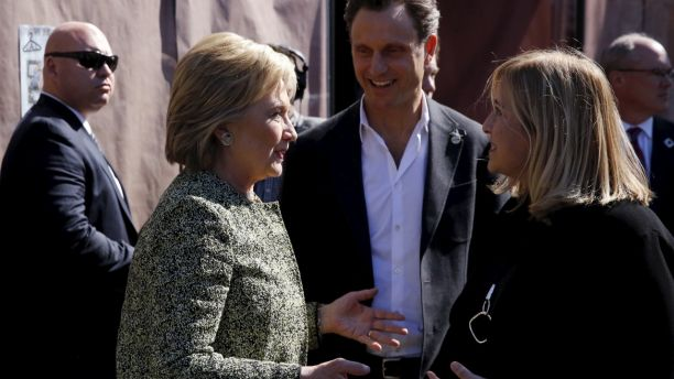 U.S. Democratic presidential candidate Hillary Clinton (L) stops with actor Tony Goldwyn (C) and Nashville Mayor Megan Barry (R) to greet people at Fido coffee shop in Nashville, Tennessee February 28, 2016. REUTERS/Jonathan Ernst - GF10000327263