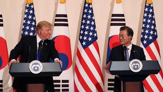 U.S. President Donald Trump talks with South Korean President Moon Jae-In at the presidential Blue House on November 7, 2017 in Seoul, South Korea.