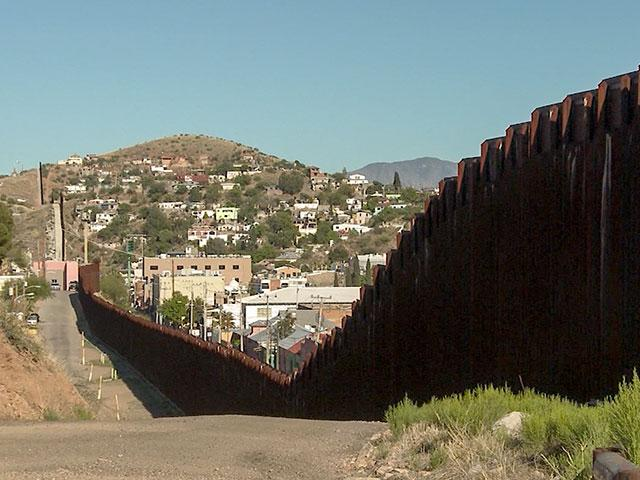 Arizona Border: Why a Barbed Wire Fence Isn\'t Cutting it to Keep Bad ...